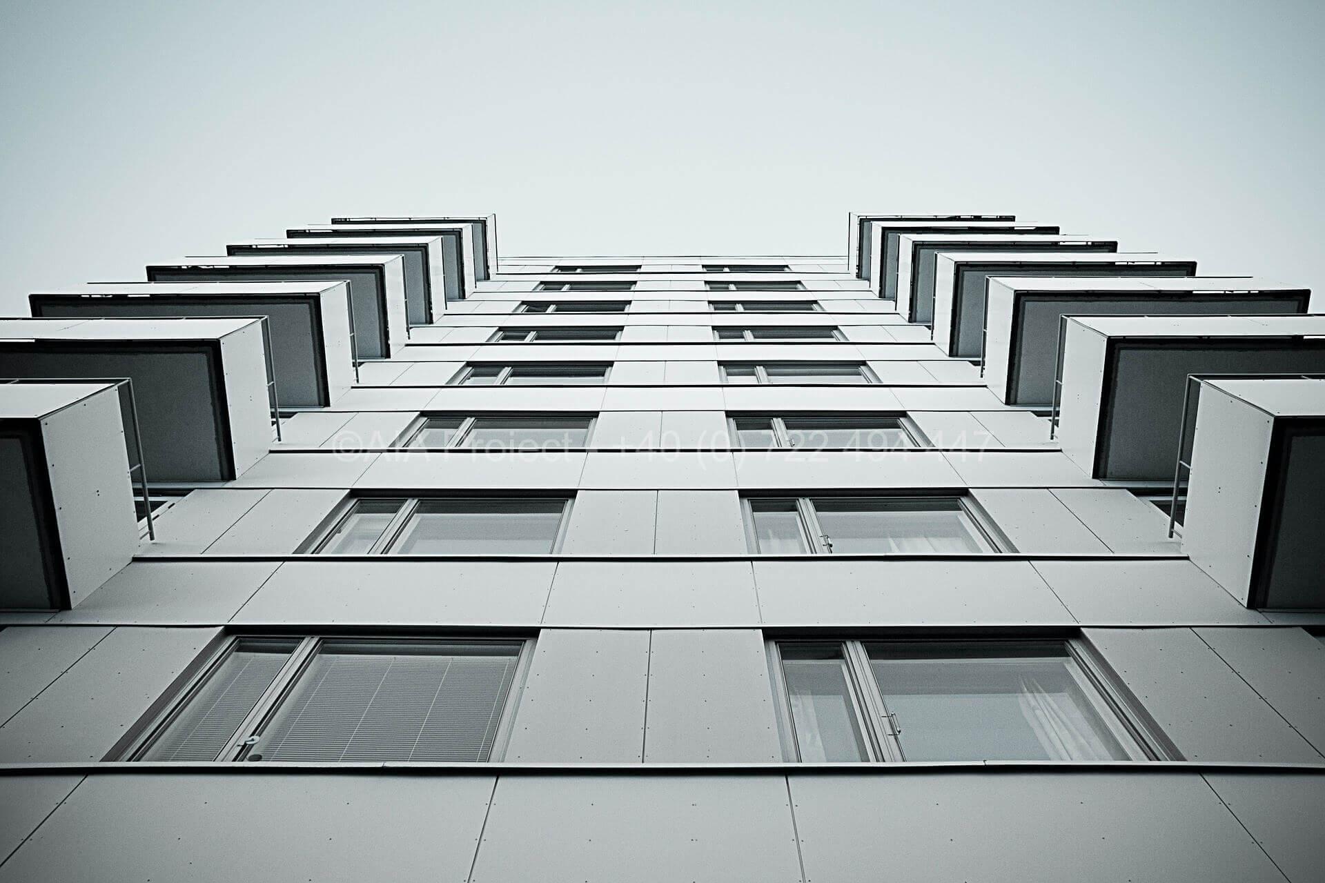 building-802020_1920